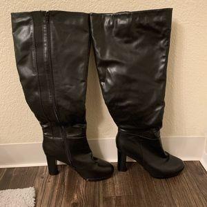 Tall Clean black heel boots